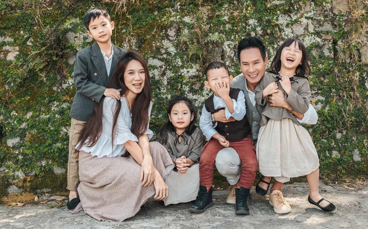 Lý Hải - Minh Hà được công chúng nhận xét là cặp đôi vàng ở Vbiz. Họ có tổ ấm hạnh phúc và sự nghiệp ổn định. Sau gần một thập kỷ bên nhau, họ có hai trai, hai gái.