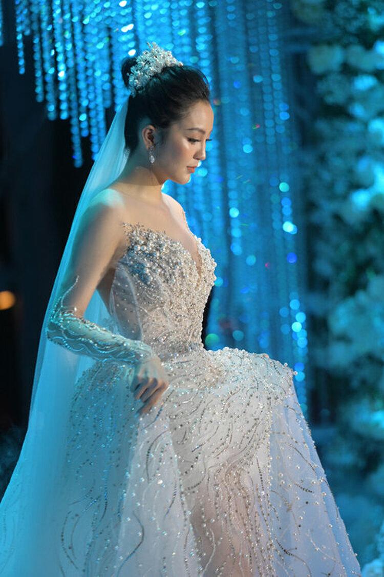 Mẫu váy cưới sang trọng của Hải Yến.
