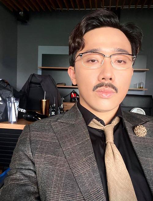 Để râu giả già cả chục tuổi nhưng Trấn Thành vẫn hỏi fan có nên nuôi râu thật hay không.