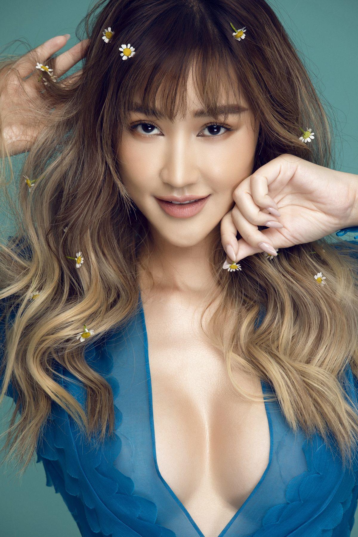 Ảnh: Lê Thiện Viễn, Stylist: Trần Đạt, Make up and Hair: Quân Nguyễn - Pu Lê.