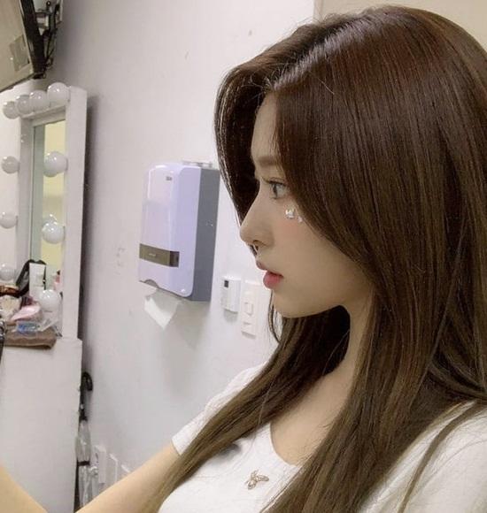 Min Joo (IZONE) có góc nghiêng dễ bị nhầm lẫn với Tzuyu (Twice).