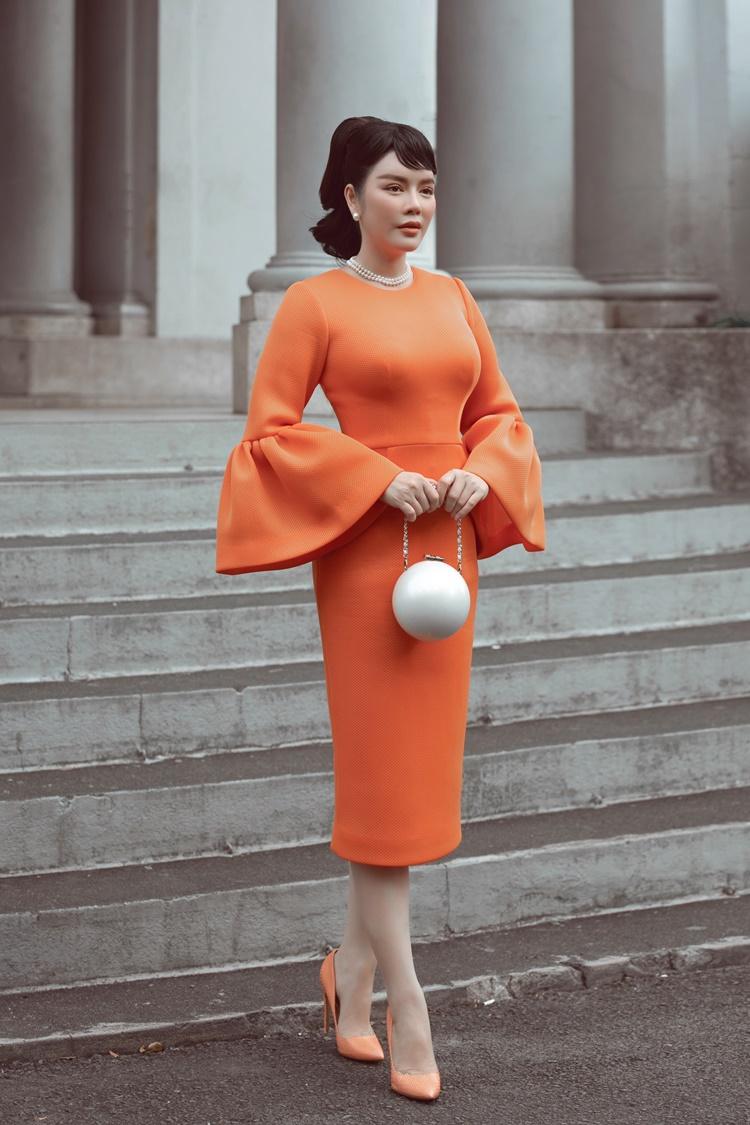 Stylist Vỹ Đỗ khai thác phong cách mặc thanh lịch của huyền thoại Hollywood để thực hiện bộ hình mới cho Lý Nhã Kỳ.