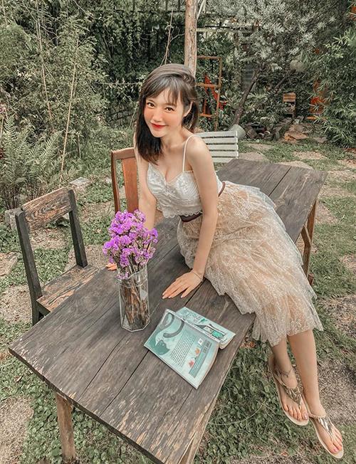 Elly Trần được khen với hình ảnh vừa ngây thơ vừa sexy.