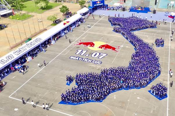 Sự tham gia nhiệt tình của hơn 2.000 bạn trẻ cùng với tinh thần lạc quan chính là một trong những yếu tố quan trọng tạo nên thành công của Ngày Tích Cực.