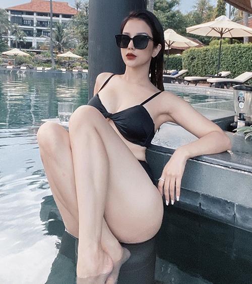 Mẹ hai con Diệp Lâm Anh diện bikini khoe thân hình nuột nà, gợi cảm.