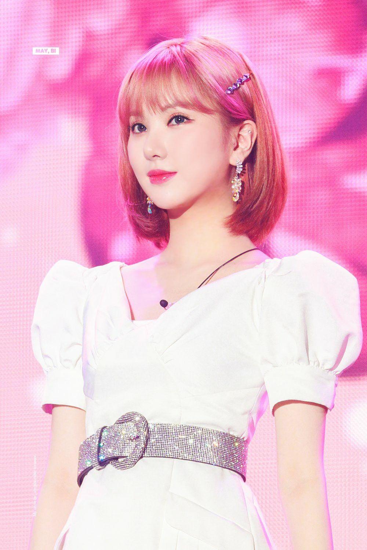 Những lần nhuộm tóc nổi bật nhất, Eun Ha cũng chọn các gam xinh xắn, ngọt ngào như hồng pastel, xanh tím..., tuy nhiên giữ nguyên phom tóc cơ bản.