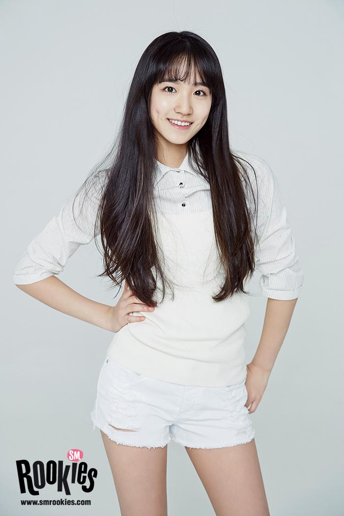 Giống như các thành viên của SM Rookies, Hye Rin cũng quen mặt với fan Kpop, có nhiều hi vọng debut khi được công ty ưu ái, liên tục cho xuất hiện trên truyền hình. Cô nàng được đánh giá là một trong những vocal tiềm năng cùng khả năng sáng tác, chơi nhạc cụ, gương mặt sáng phù hợp với sân khấu. Việc Hye Rin dời công ty đến nay vẫn là bí ấn khiến người người tò mò.