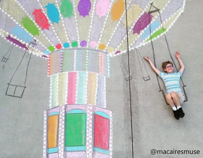 Không thể ra ngoài vì đại dịch Covid-19, cậu bé 10 tuổi chơi đu quay trong bức vẽ bằng phấn của Macaire.