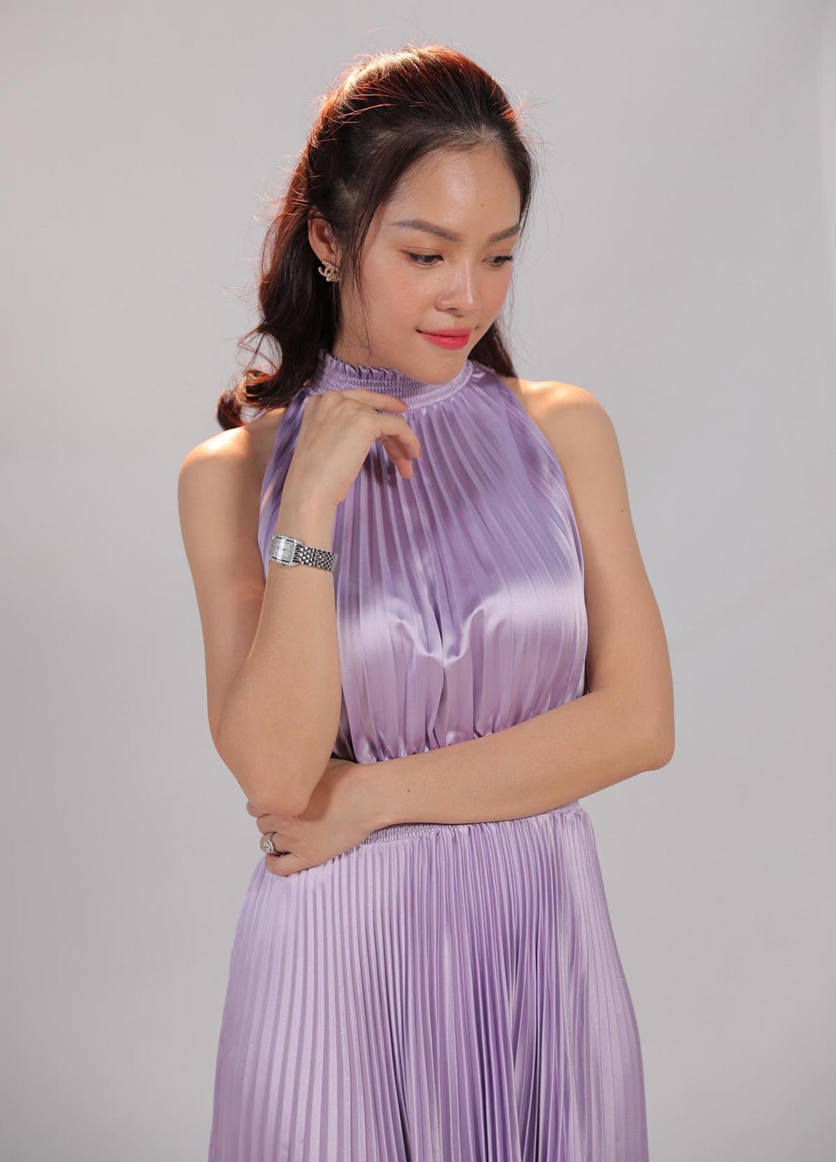 Nữ diễn viên đầu tư nhiều trang phục cho vai diễn cô gái giàu có.