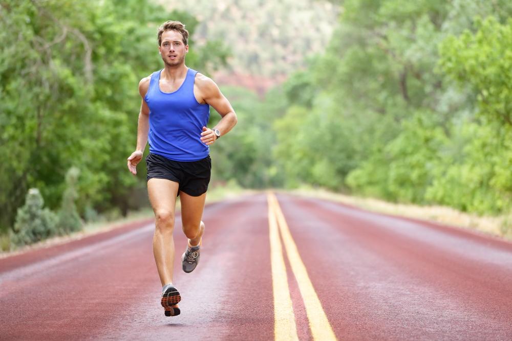 Tư thế chạy đúng giúp runner chinh phục được các đường chạy từ ngắn đến dài. Ảnh: Shutterstock.