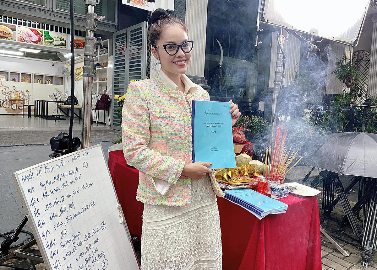Dương Cẩm Lynh trong buổi khai máy bộ phim.