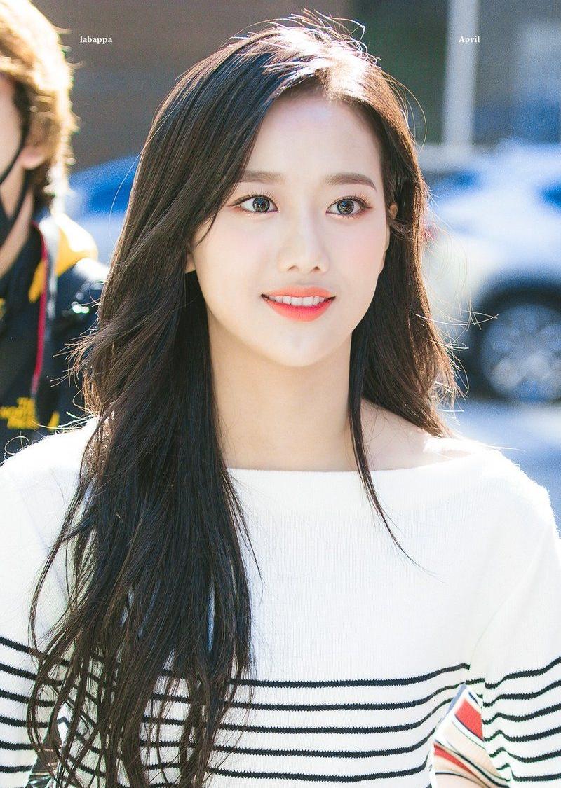 Nét đẹp xinh xẻo, tươi không cần tưới của Na Eun gợi nhớ đến Na Yeon (Twice), Joy (Red Velvet).