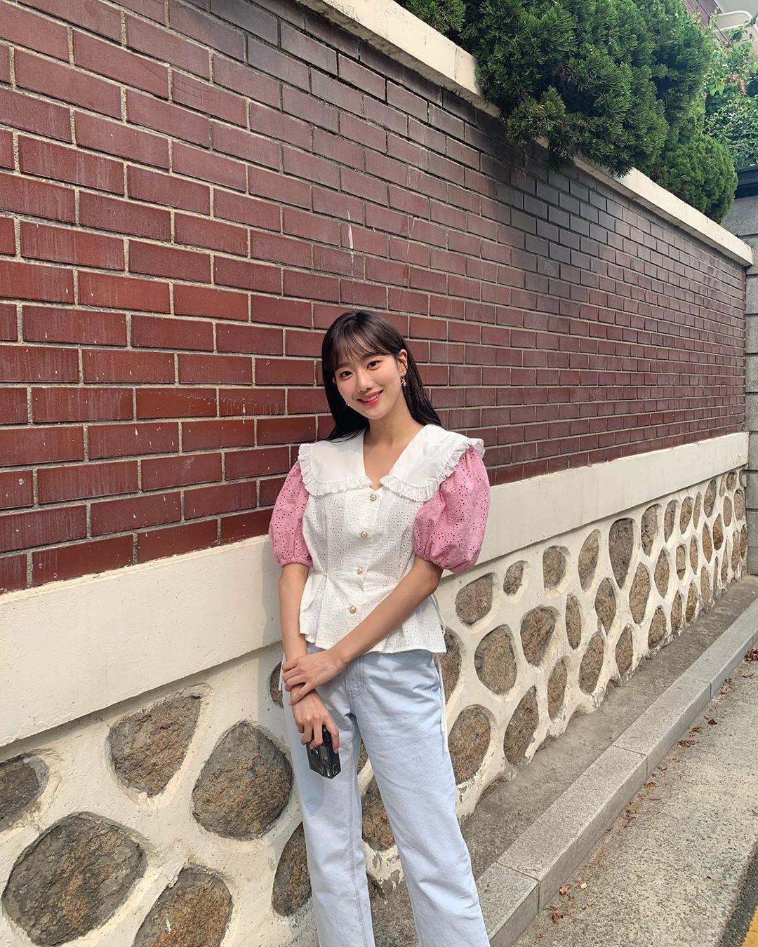 Gu thời trang đời thường của Na Eun được nhiều fan girl học hỏi nhờ tính ứng dụng cao.