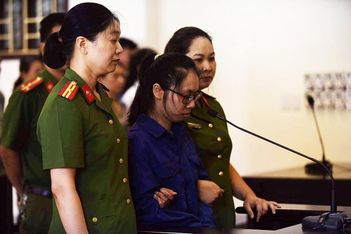 Bị cáo Lại Thị Kiều Trang tại phiên toà xét xử.