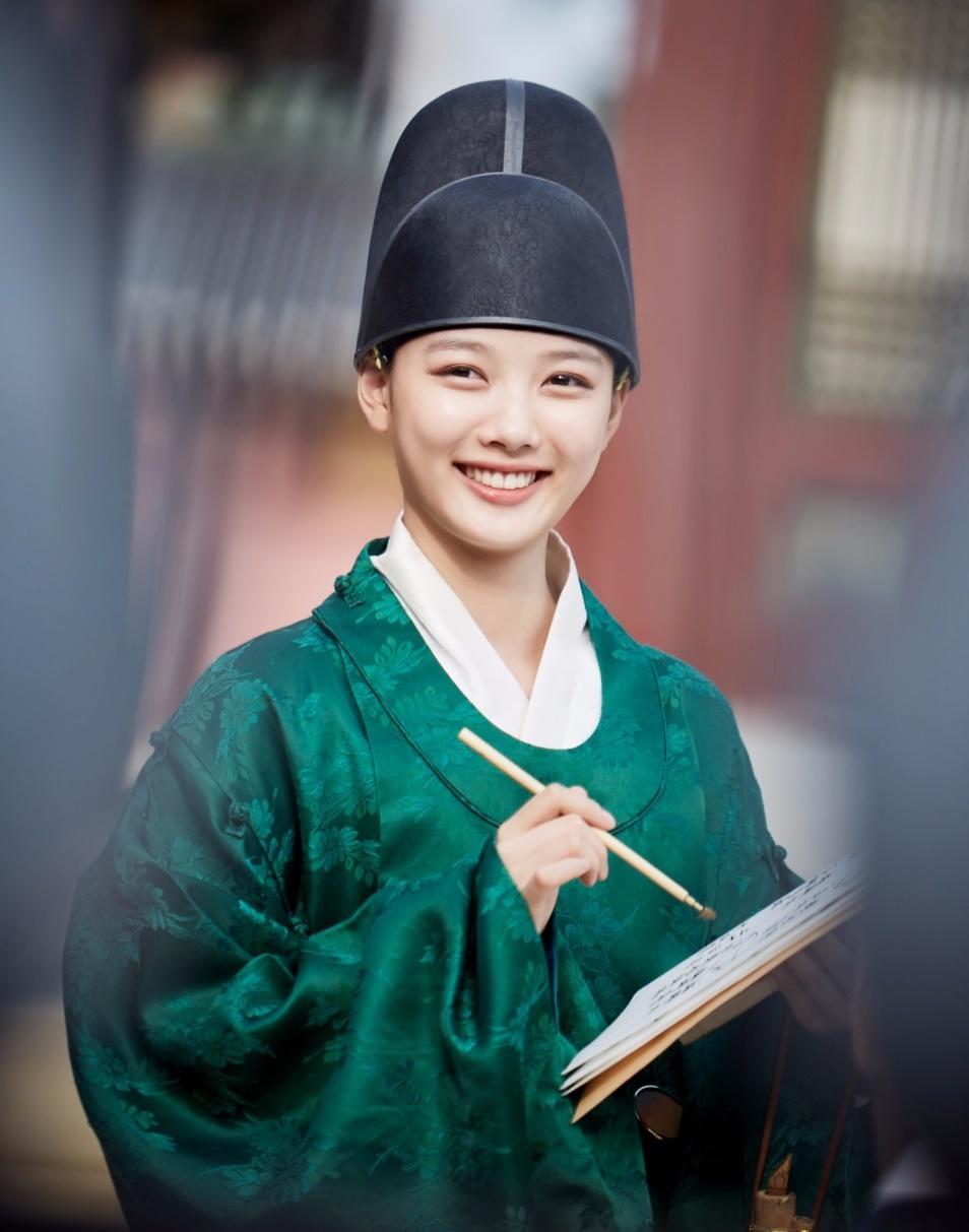 Mỹ nữ Hàn - Trung giả trai: Ai đủ sức thuyết phục? - 15