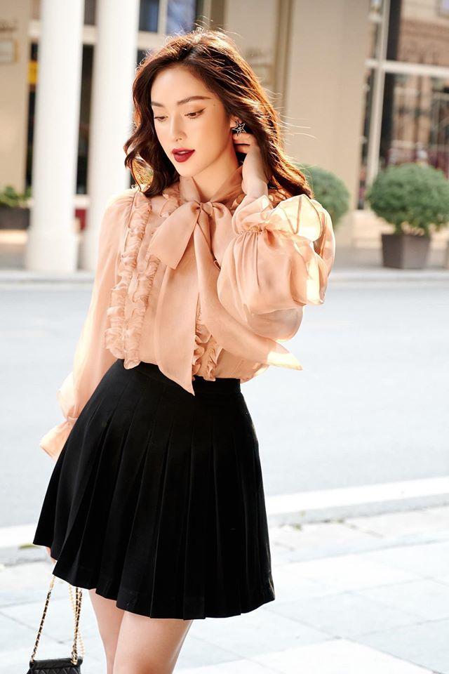 Trên trang cá nhân, Diệu Linh thường xuyên khoe phong cách thời trang thời thượng, đẹp mắt. Nhiều người kỳ vọng nàng mẫu sẽ đi sâu và lập thành tích giống Á hậu Tường San - cũng là một cô gái có kinh nghiệm chụp hình lookbook.