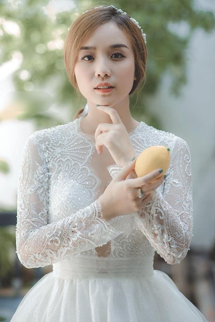Bảo Ngọc trong trang phục cưới.