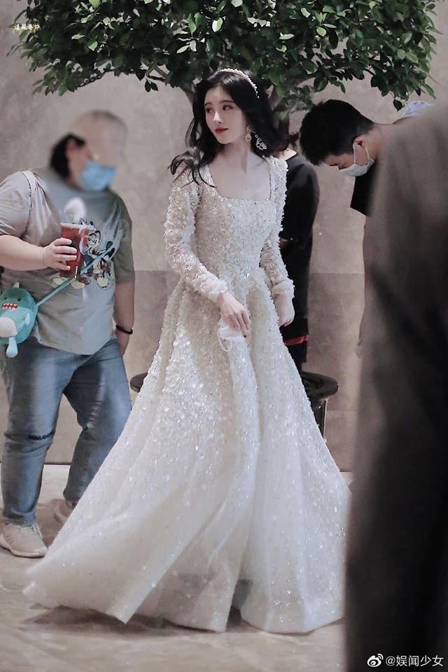 Cúc Tịnh Y được ví đẹp như công chúa Disney đang chạy trốn - 6