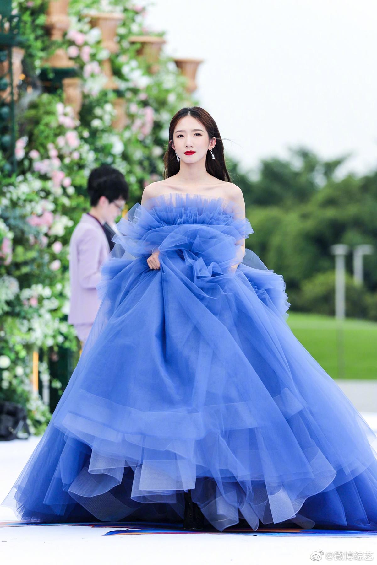 Cúc Tịnh Y được ví đẹp như công chúa Disney đang chạy trốn - 8