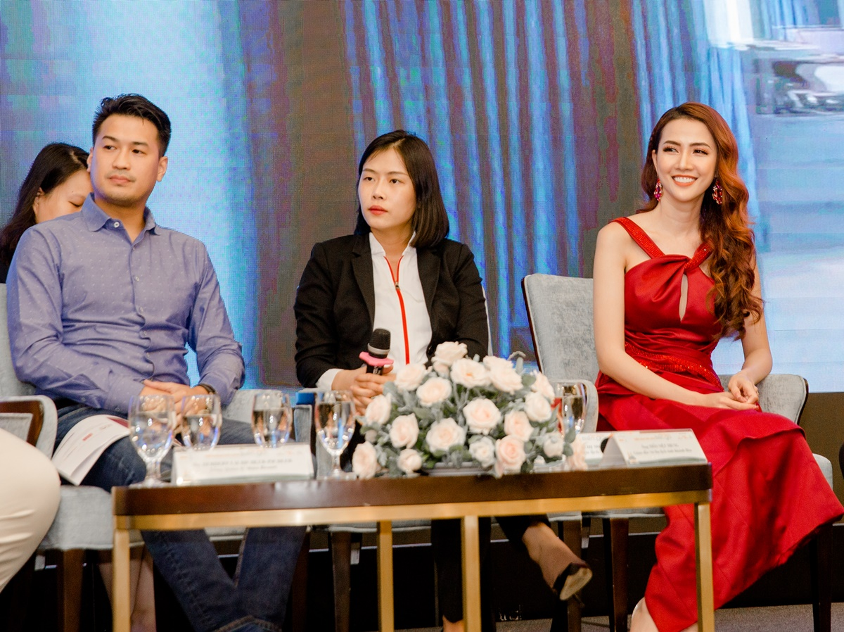 Hội thảo còn có sự góp mặt của Phillip Nguyễn - em chồng Hà Tăng. Cả hai cùng nhiều chuyên gia bàn về kích cầu du lịch ở thành phố biển sau Covid-19.