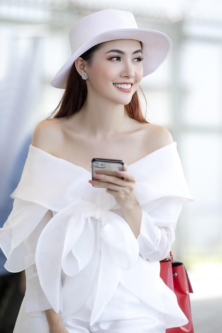 Phan Thị Mơ được khen mặc đẹp, khác hẳn phong cách sến rện thời mới gia nhập showbiz.