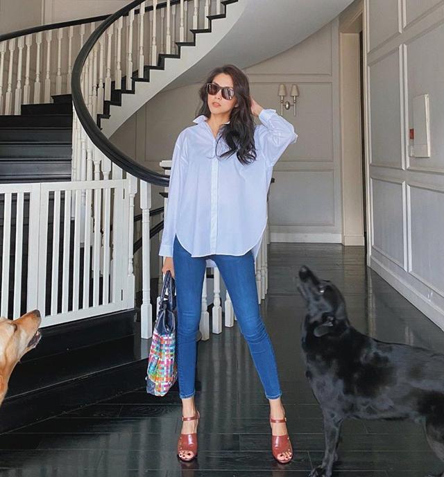 Chỉ cần diện sơ mi trắng và quần jeans, Tăng Thanh Hà đã đầy thu hút.