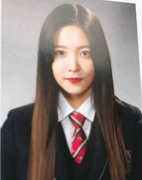 Ảnh tốt nghiệp của idol Kpop: Ji Soo phèn, Yoona đẳng cấp - 20