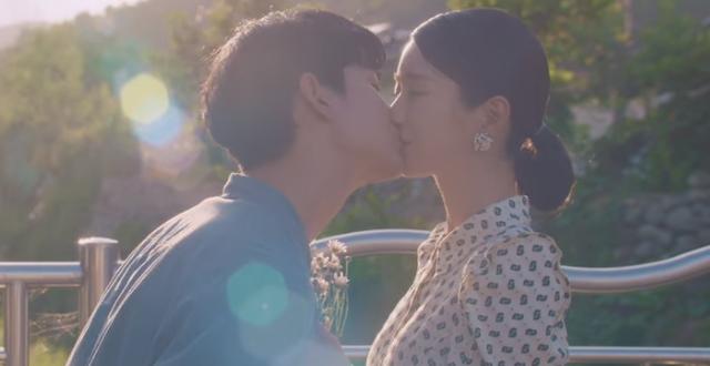 Nụ hôn của Kang Tae và Moon Young.