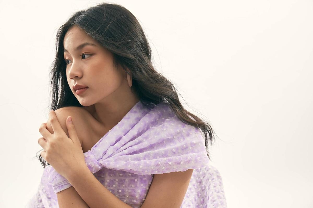 Lưu Thiên Hương từ chối tiết lộ về thời điểm hoạt động nghệ thuật chính thức của con gái. Cô cho biết gia đình định hướng Uyên Vy theo nghệ thuật nhưng vẫn tôn trọng quyết định của con nếu bé đam mê ngành nghề khác. Cô mong con sau này có chất riêng, thẩm mỹ âm nhạc hiện đại và làm nghề chân chính.