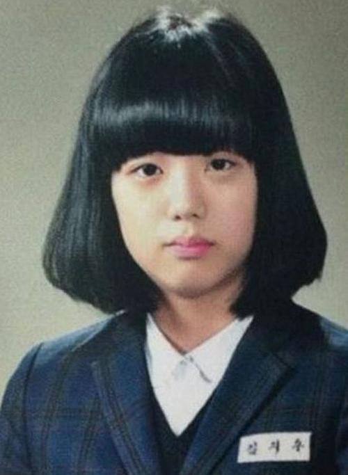 Ảnh tốt nghiệp của idol Kpop: Ji Soo phèn, Yoona đẳng cấp