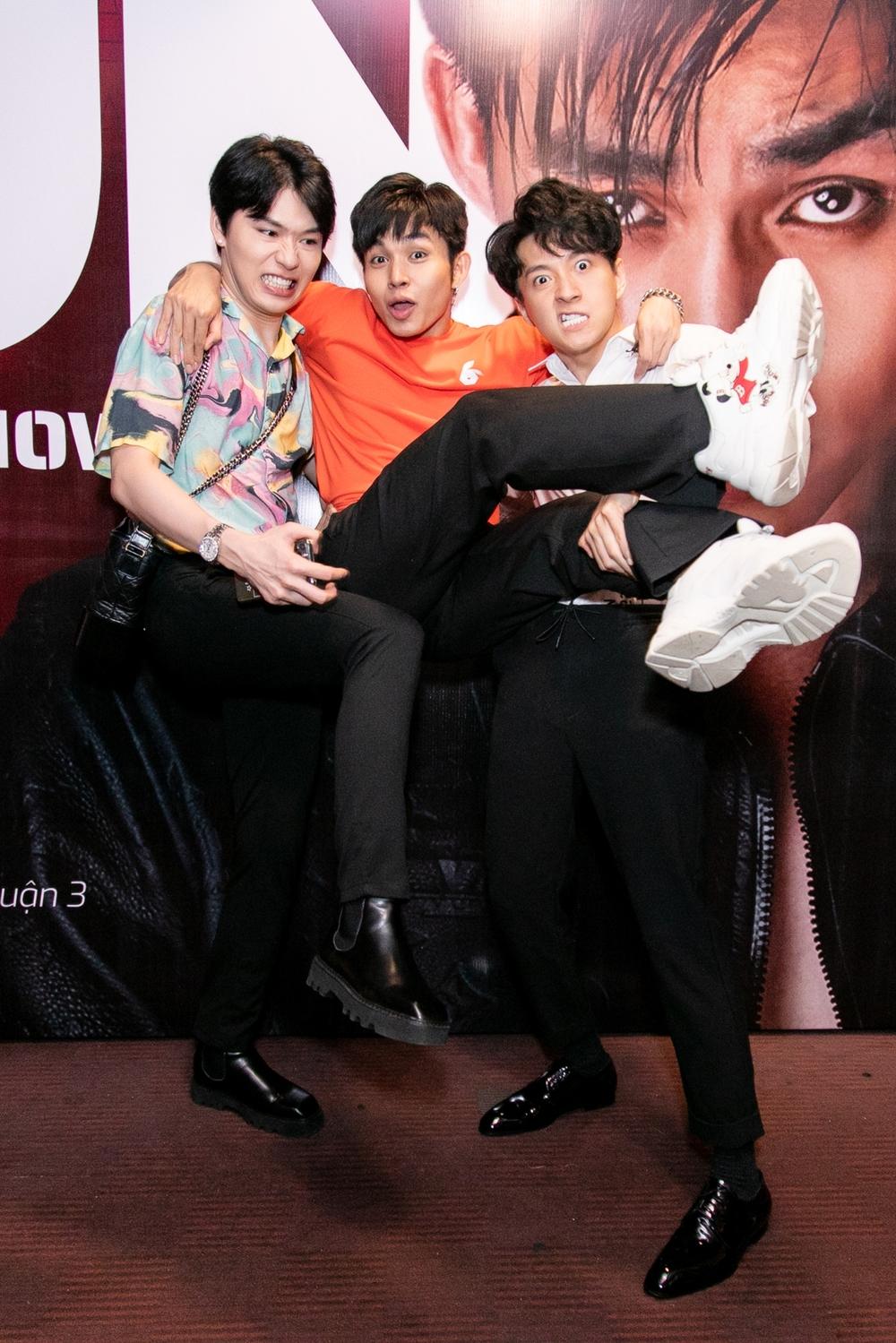 Jun Phạm - Ngô Kiến Huy thân nhau nhiều năm trong nghề, đặc biệt sau chương trình Chạy đi chờ chi 2019. Họ tạo nên cặp Thỏ Trắng và Thỏ Đen đáng yêu, hút fan khủng.