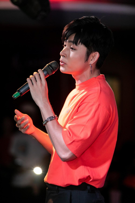 Jun Phạm hát những ca khúc gắn liền với tên tuổi như Hai bàn tay, Kể từ ấy, Đã từng là chúng ta, Nơi anh không thuộc về...
