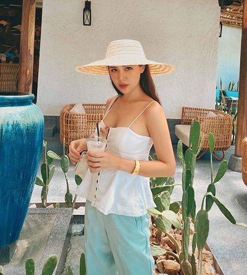 Phanh Lee gợi cảm trong chuyến du lịch sau đám cưới.