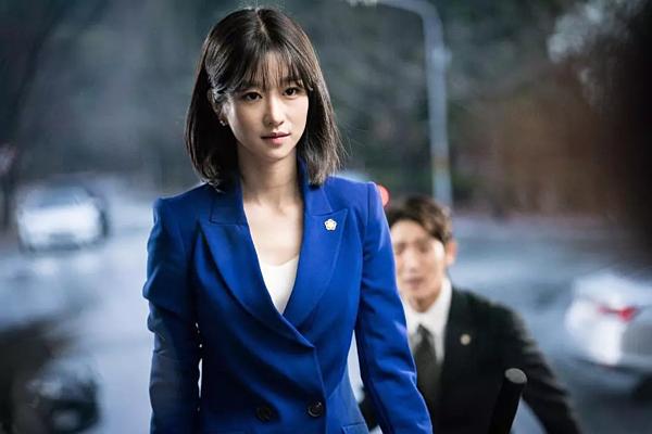 Những khoảnh khắc điên hết cỡ của Seo Ye Ji trên màn ảnh - 3