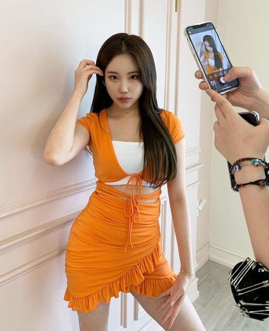 JooE tự tin diện váy ôm sát quyến rũ.