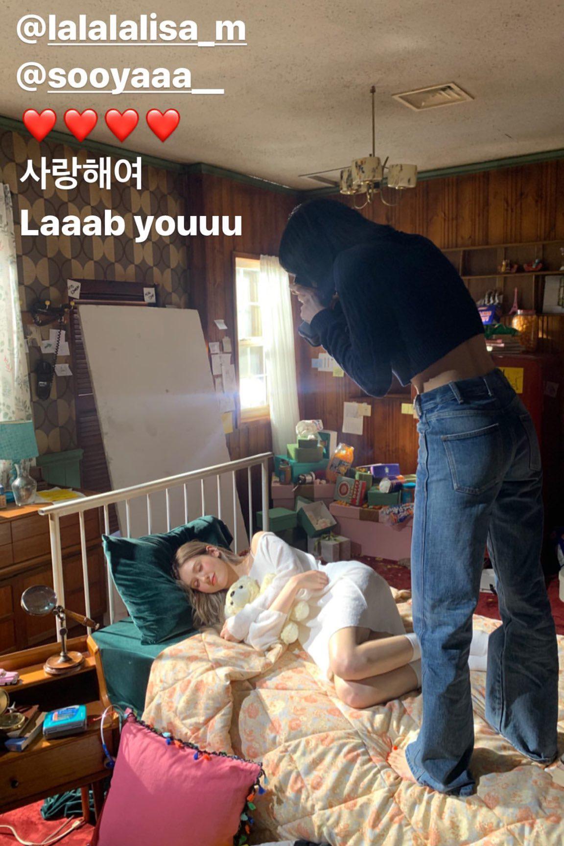 Lisa đến thăm Somi khi quay MV.