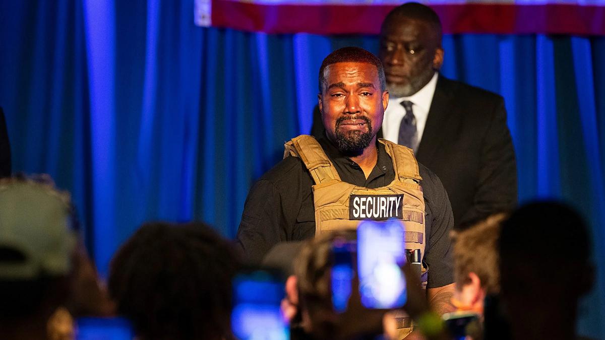 Kanye West khóc khi kể chuyện vợ chồng anh định bỏ con gái đầu lòng. Ảnh: AP.