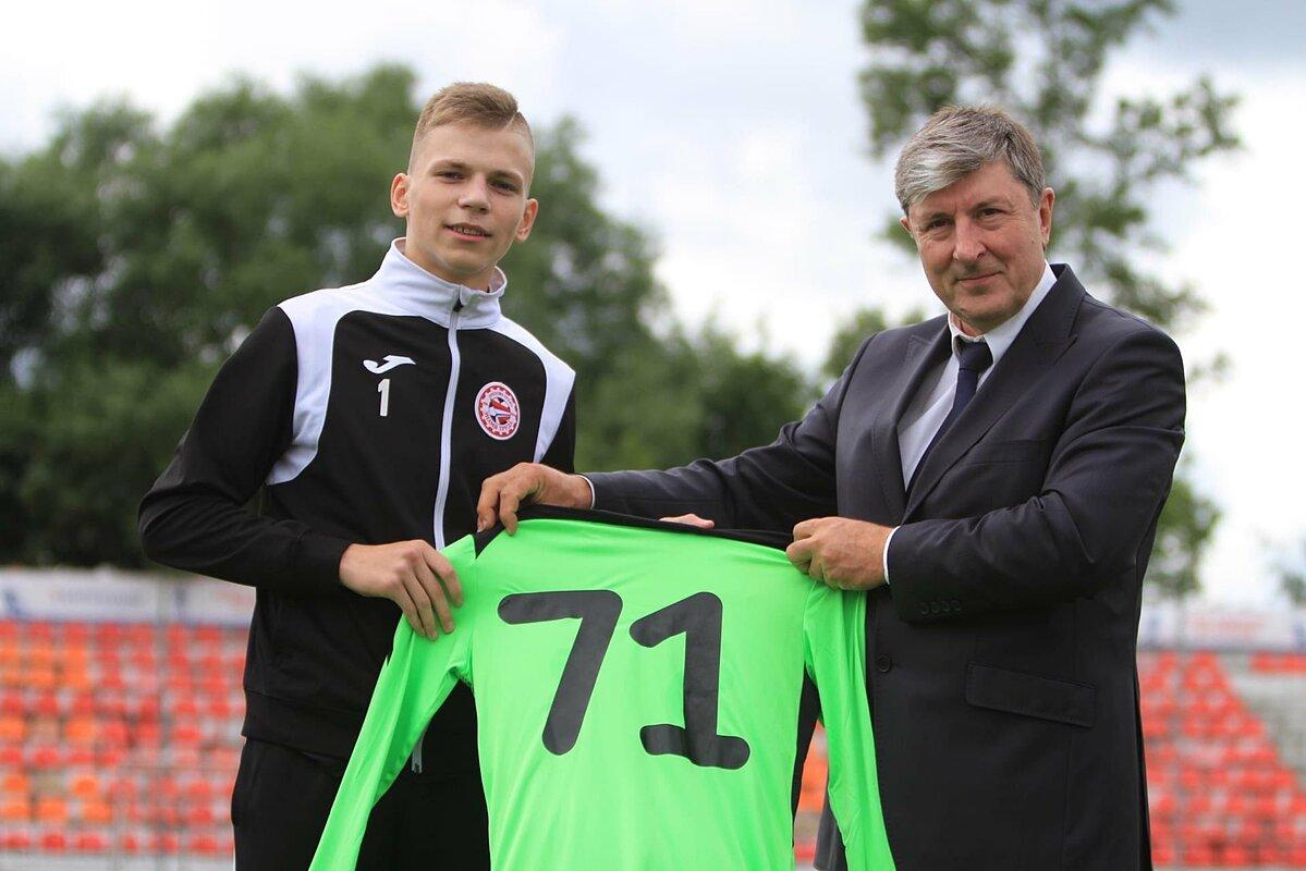 Ivan Zaborovsky (trái) tiếp tục được gia hạn hợp đồng với CLB chủ quản.
