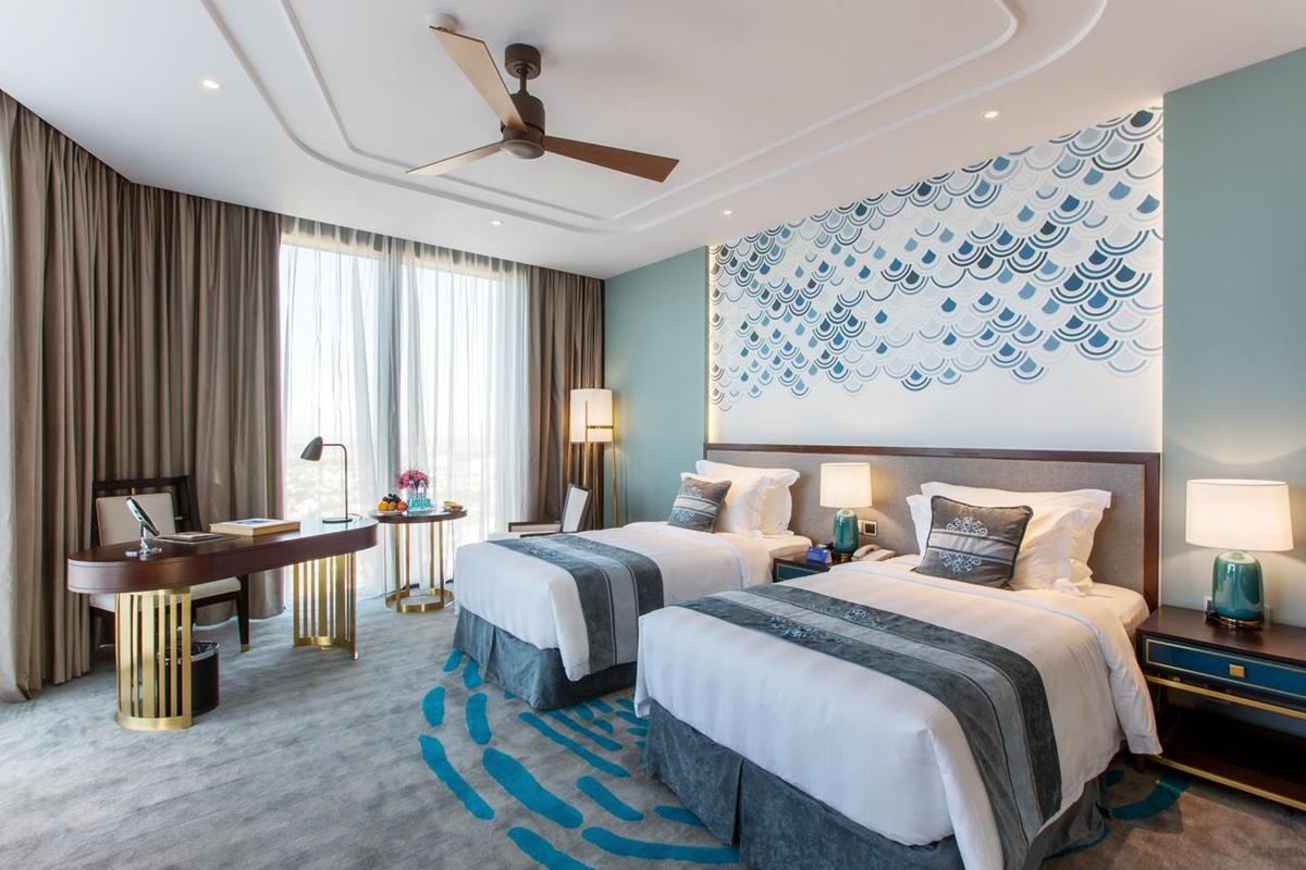 Phòng tiêu chuẩn 5 sao dành cho 2 người lớn (từ 12 tuổi trở lên) tại Vinpearl Hotel Huế. Ảnh: Booking.