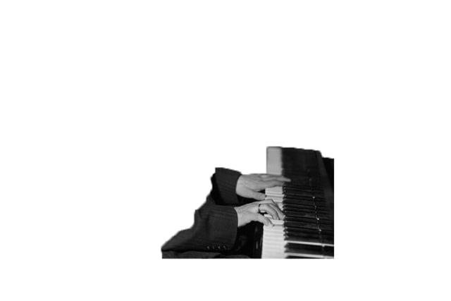 Những đôi tay ma thuật này là của nhà soạn nhạc nào? - 4