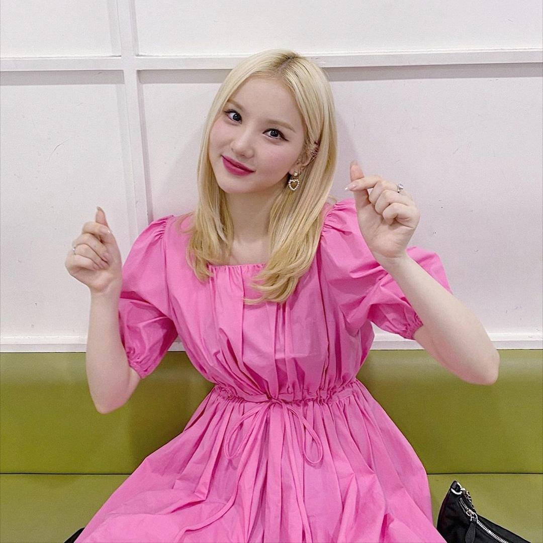 Eun Ha diện váy hồng, tông makeup đồng điệu tạo diện mạo ngọt ngào như công chúa.
