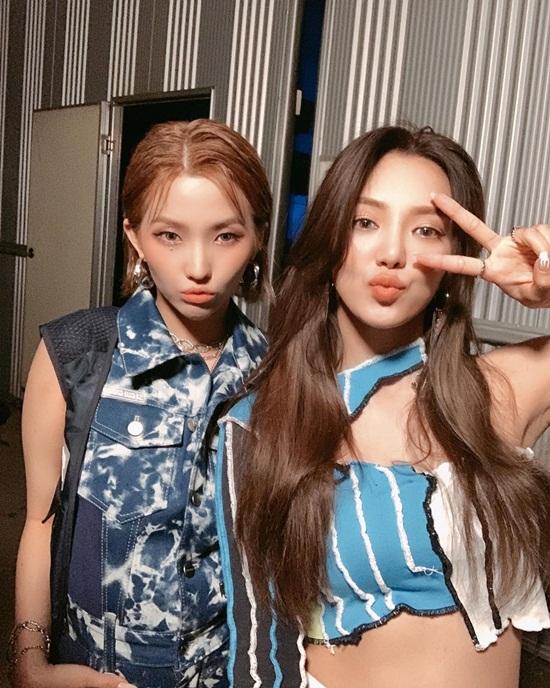 Hyo Yeon (trái) và So Yeon của (G)I-DLE có màn hợp tác ấn tượng trong ca khúc mới Dessert.