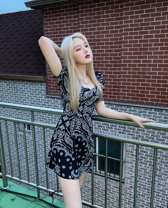 Ye Rin khoe dáng chuẩn chỉnh, làn da trắng đến phát sáng và thần thái như người mẫu.