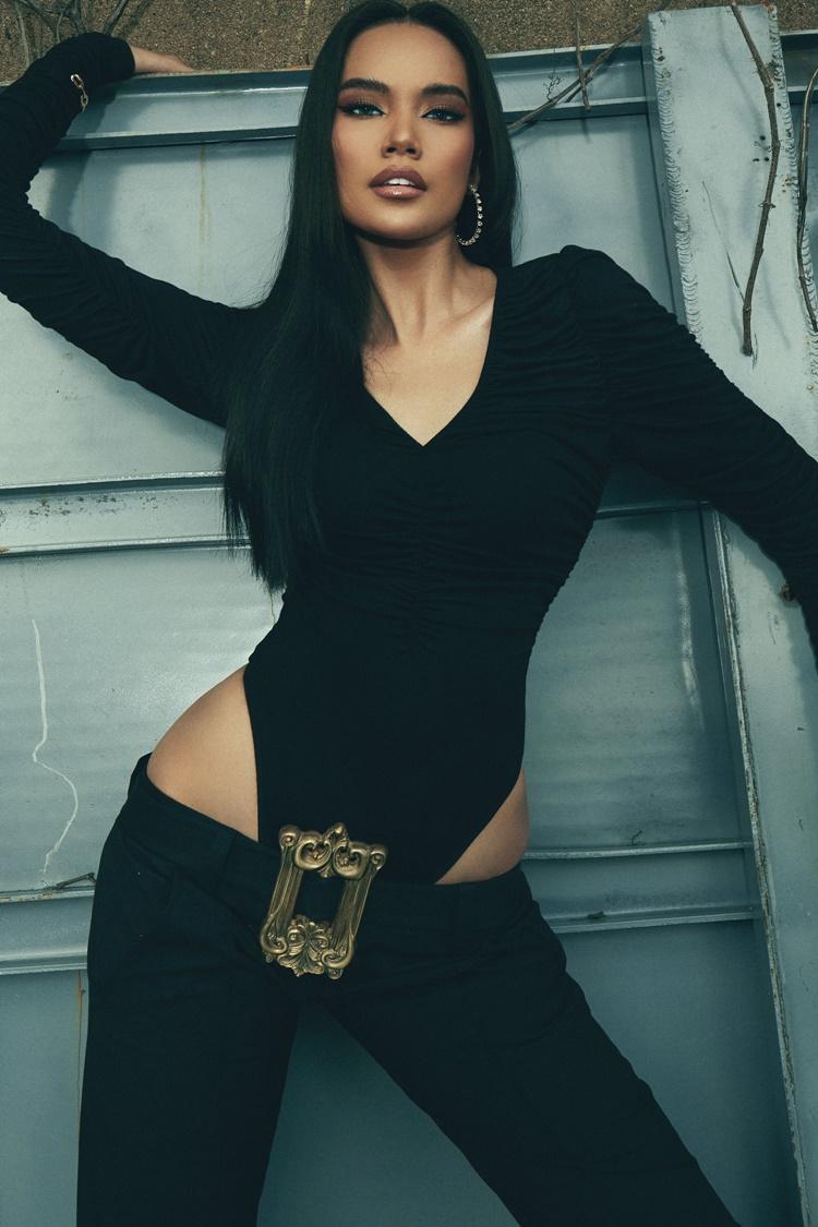 Lê Hoàng Phương kết hợp cùng stylist Mạch Huy trong bộ ảnh mới. Cô theo đuổi phong cách sexy sau khi rời Hoa hậu Hoàn vũ Việt Nam 2019 với vị trí top 10.