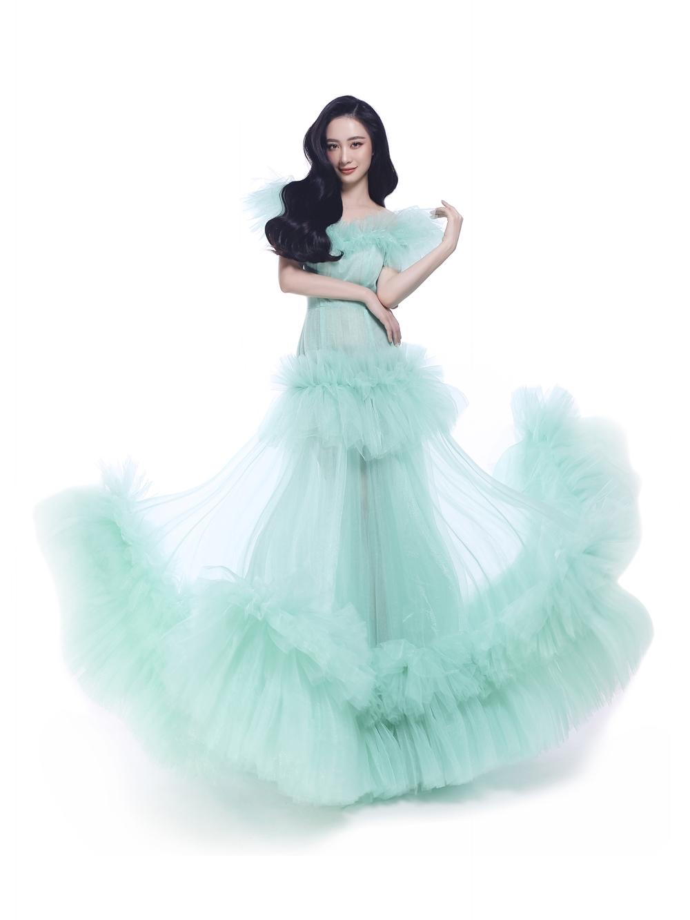 Jun Vũ sẽ hóa thân thành nàng tiên cá Ariel với bộ trang phục màu xanh ngọc ngọt ngào.