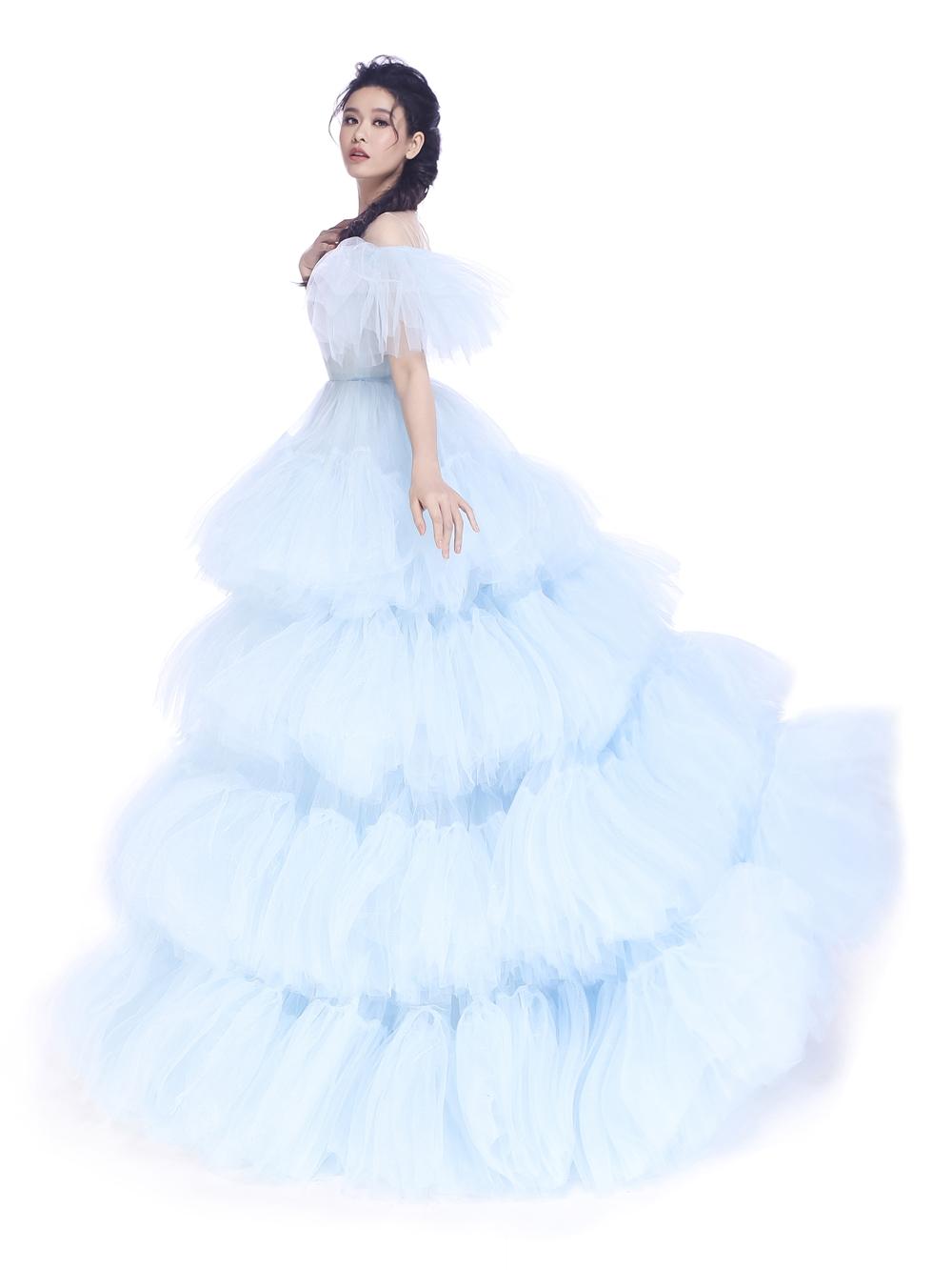 Trương Quỳnh Anh hóa thân thành nữ hoàng băng giá Elsa trong bộ phim nguyên mẫu do Disney phát hành từ năm 2013.