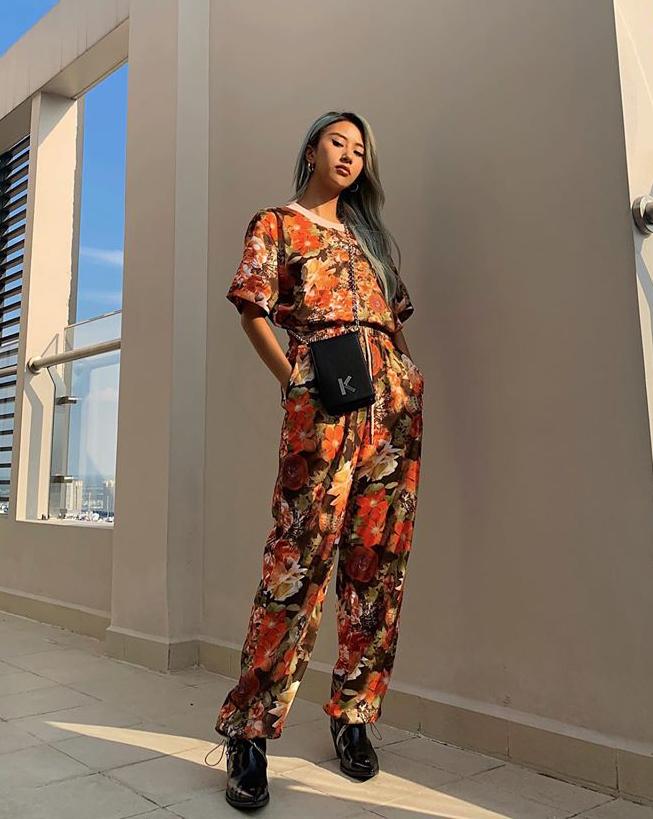 Quỳnh Anh Shyn rất chuộng cách mặc đồ nguyên set hoa lá giống các hot girl Âu Mỹ.