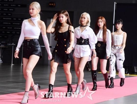 Thảm đỏ Dream Concert: Lia khoe bờ vai trứ danh bên Cha Eun Woo - 6