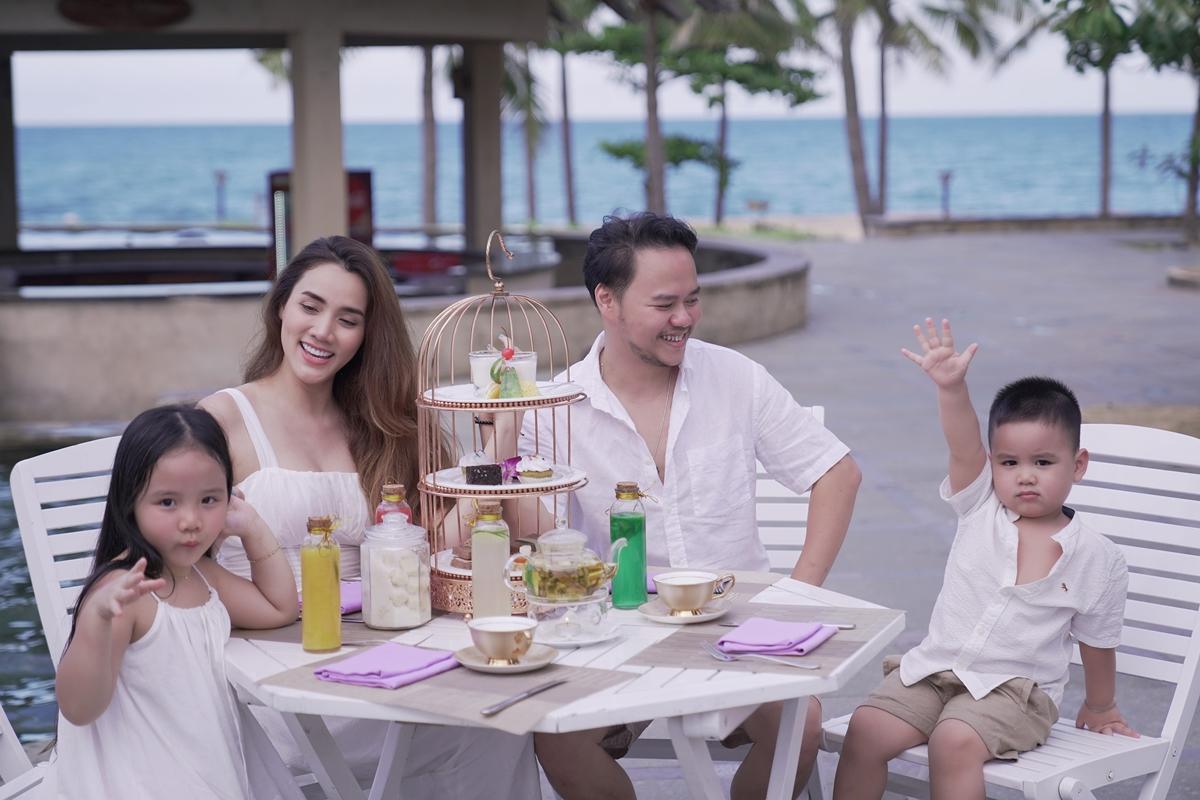 Các bé nhà Trang Nhung rất thích biển nên mỗi năm, cả nhà lại chọn một địa điểm nào đó để ghé chân.