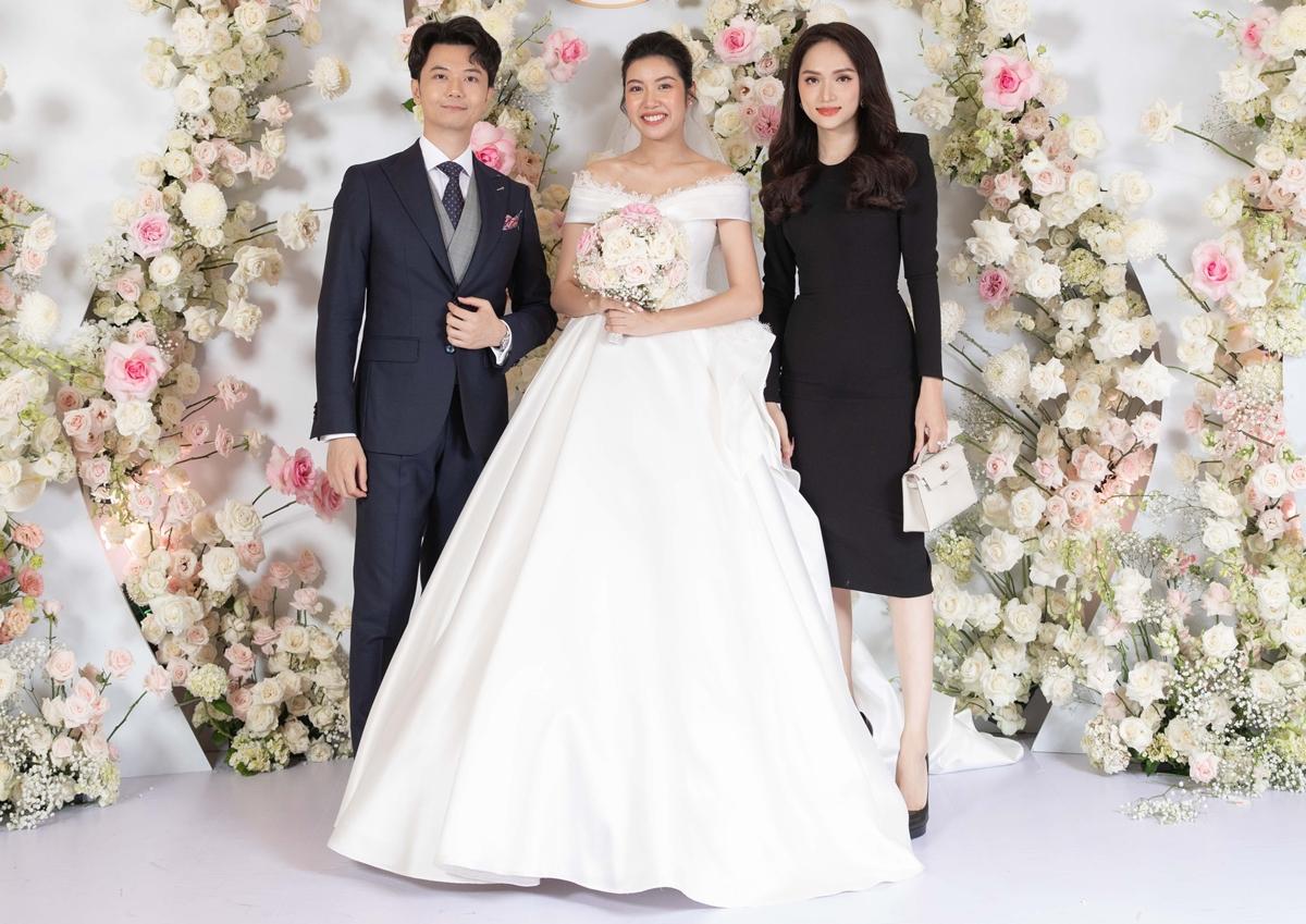 Hương Giang đến chúc mừng đám cưới Thúy Vân